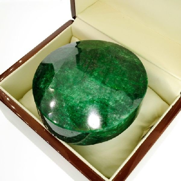 APP: 158.4k 2,364.20CT Green Emerald Gemstone
