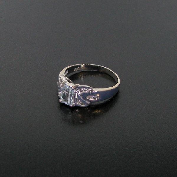 10 kt. White Gold, 0.45CT Aquamarine & Diamond Ring