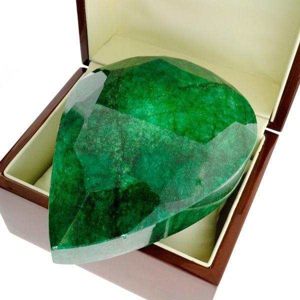 APP: 262.6k 3,918.90CT Emerald Gemstone