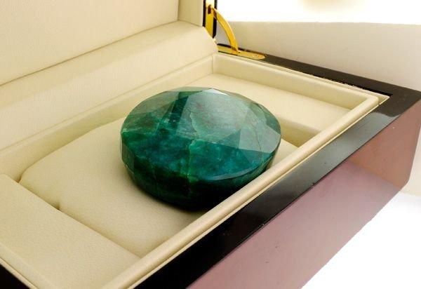 APP: 45.2k 1,131.20CT Emerald Gemstone