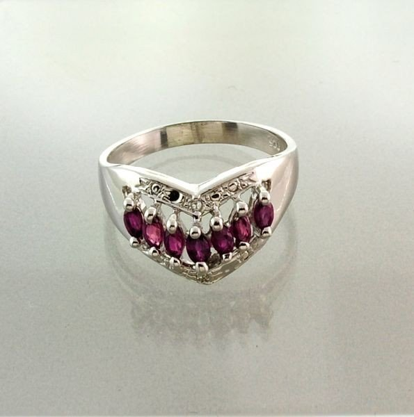 APP: 1.5k 1.15CT Ruby & Sterling Silver Ring