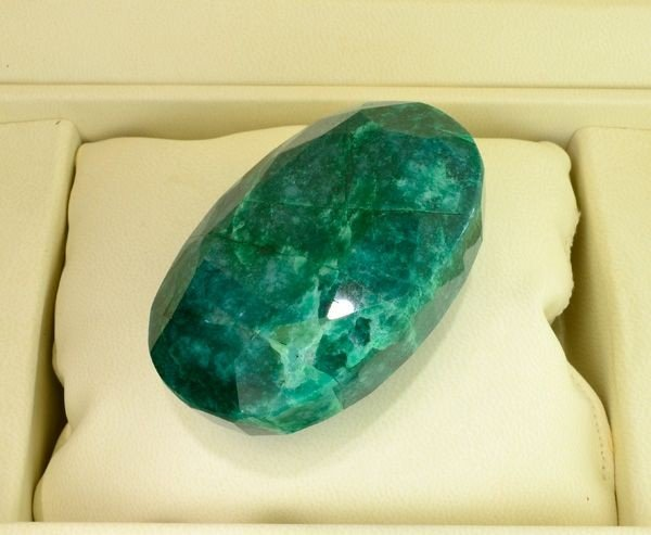 APP: 30.1k 751.30CT Emerald Gemstone