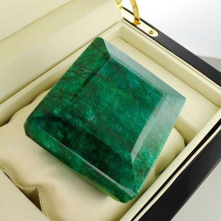 APP: 146.2k 2,182.10CT Emerald Gemstone