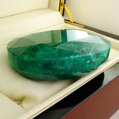 APP: 66.8k 1,670.50CT Emerald Gemstone