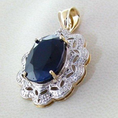 APP: 7.1k 14 kt. Gold, 11.06CT Blue Sapphire Pendant