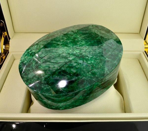 APP: 268.7k 4,010.55CT Oval Cut Emerald Gemstone