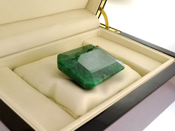 APP: 49.6k 471.95CT Emerald Gemstone