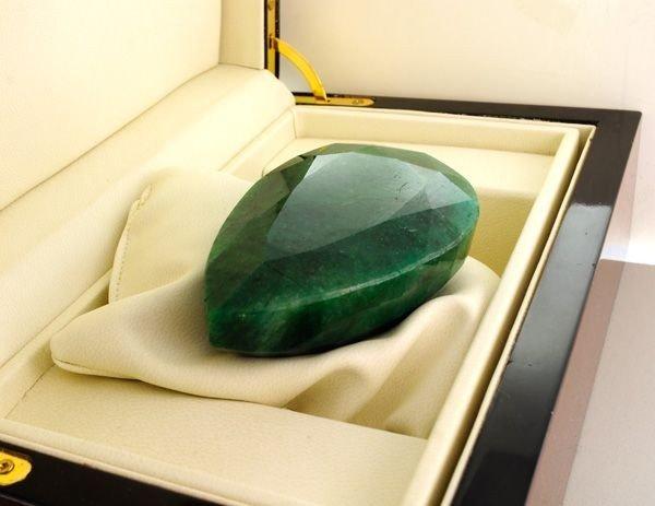 APP: 44.2k 1,105.40CT Emerald Gemstone