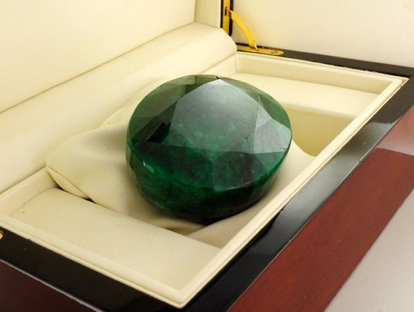 APP: 60k 1,500.30CT Emerald Gemstone