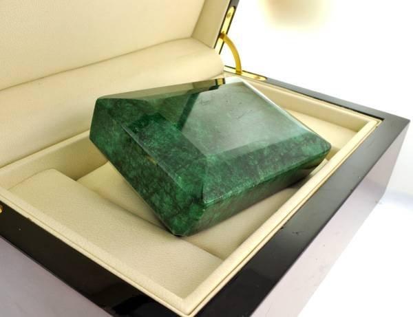 APP: 243.5k 2,318.90CT Emerald Gemstone