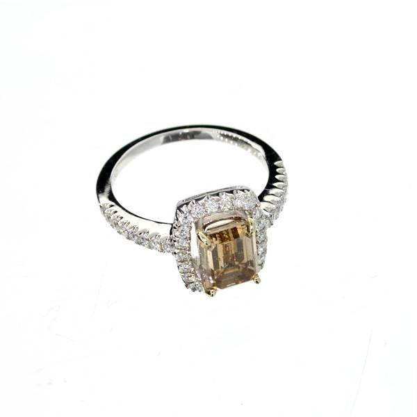 APP: 27k 18kt White Gold, 2CTEmerald Cut Diamond Ring
