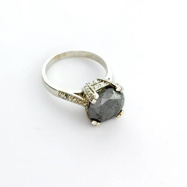 APP: 9k 14kt White Gold, 4k Diamond Ring