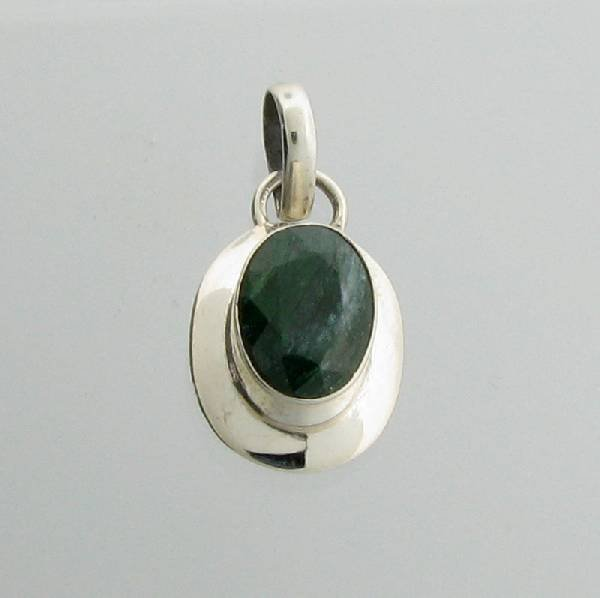 APP: 1k 5CT Oval Cut Grn Sapphire & Silver Pendant