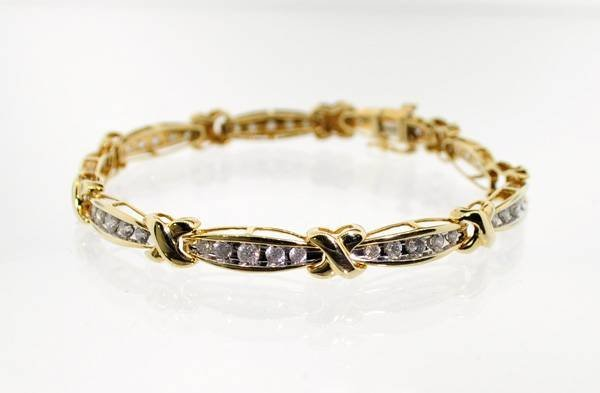 APP: 12.2k 14 kt. Gold, 2.50CT Diamond Bracelet