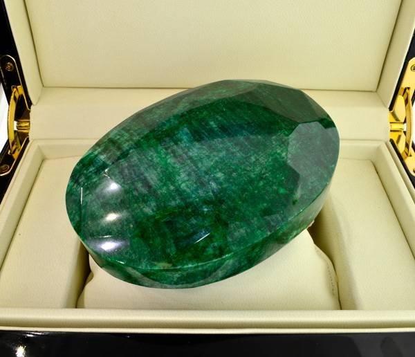 APP: 225.4k 3,364.15CT Oval Cut Emerald Gemstone