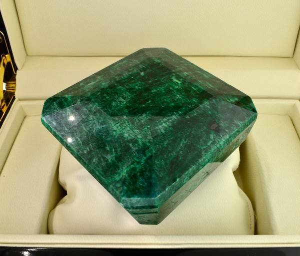 APP: 182k 2,716.00CT Emerald Gemstone