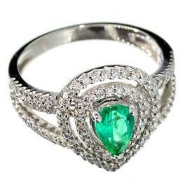 APP: 5k 14kt White Gold, Pear  Emerald & Diamond Ring