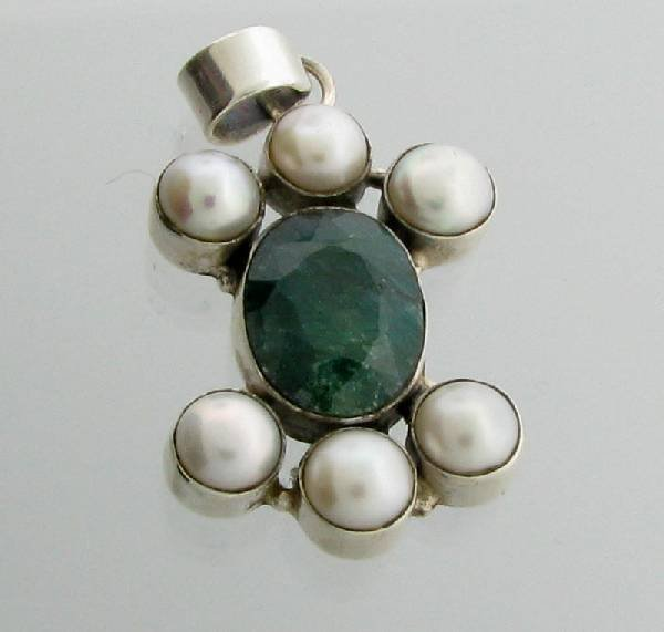 APP: 2k 11CT  Grn Sapphire w/Pearls & Silver Pendant
