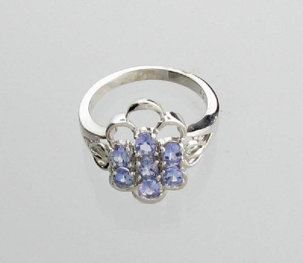 APP: 1k 0 CT Oval Cut Tanzanite & Sterling Silver Ring
