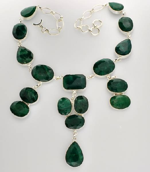 APP: 11k 202CT Mixed Beryl Emerald Necklace