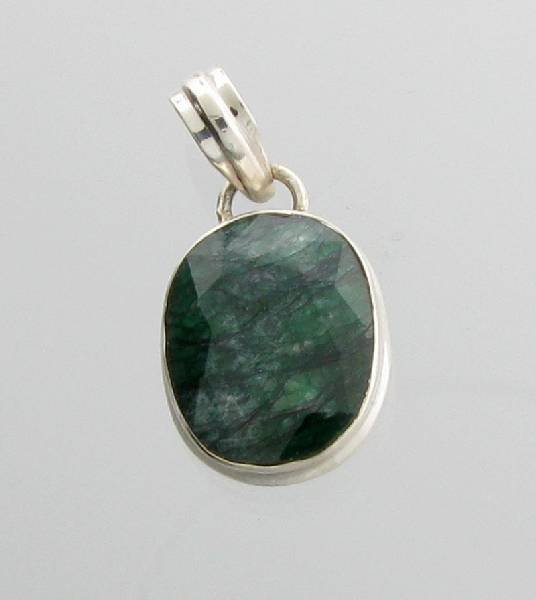 APP: 1k 13CT  Grn Sapphire & Silver Pendant