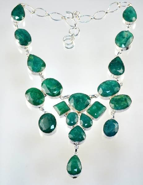 APP: 5k 162CT Mixed Beryl Emerald Necklace
