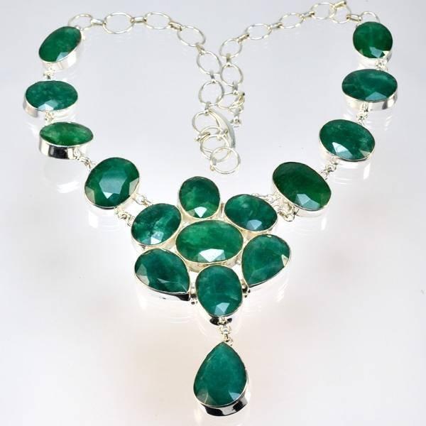 APP: 10k 224CT  Mixed Cut Grn Beryl & Silver Necklace