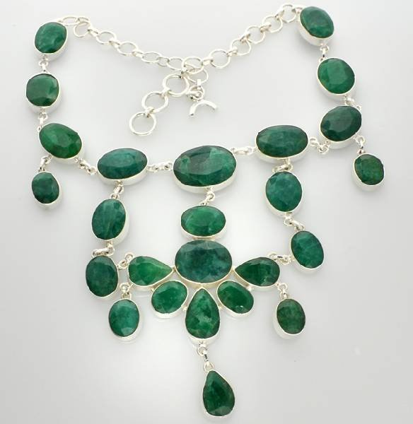 APP: 21k 228CT Mixed Beryl Emerald Necklace