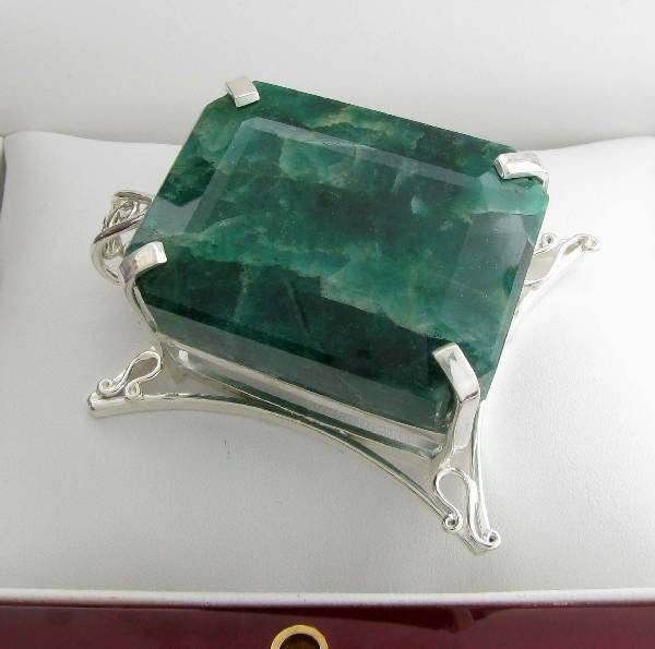 APP: 19k 310CT  Emerald Cut Emerald & Silver Pendant