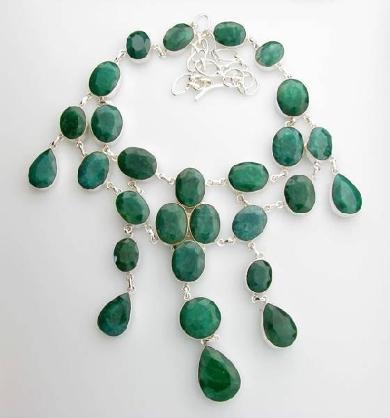APP: 21k 308CT  Mixed Cut Grn Beryl & Silver Necklace