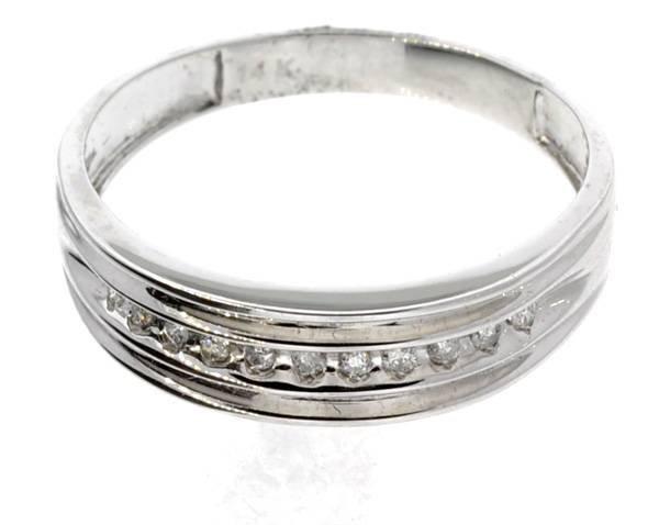 APP: 1k 14kt White Gold, 0.11CT Round Cut Diamond Ring