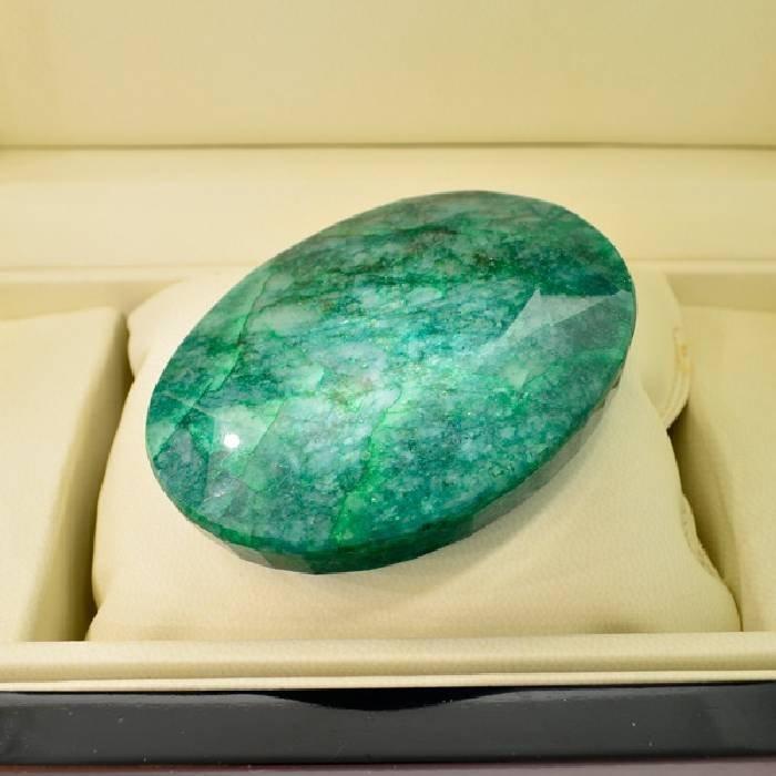 APP: 97.6k 975.75CT Oval Cut Emerald Gemstone