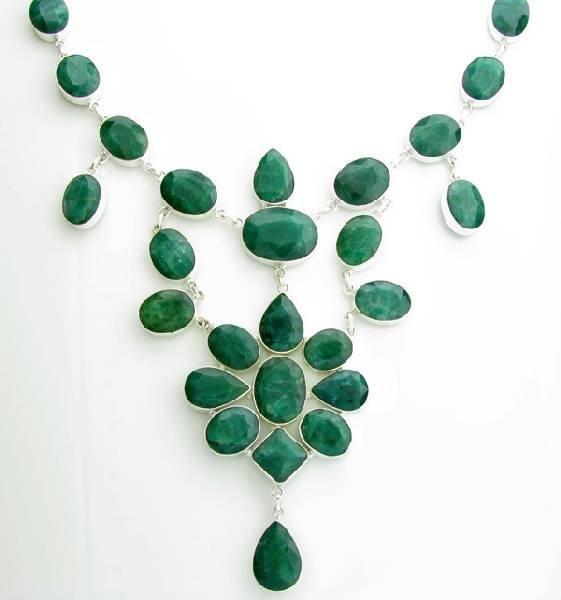 APP: 29k 312CT Beryl Emerald Necklace
