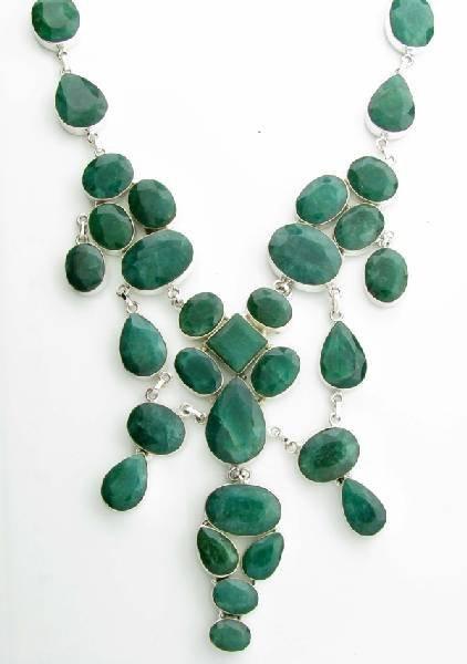 APP: 19k 281CT  Mixed Cut Grn Beryl & Silver Necklace
