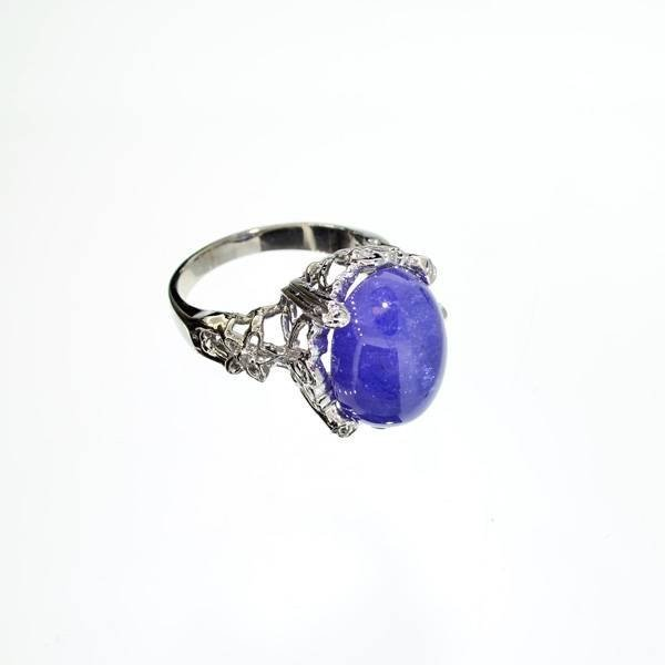 APP: 11k 14kt White Gold, 17CT Cabochon Tanzanite Ring