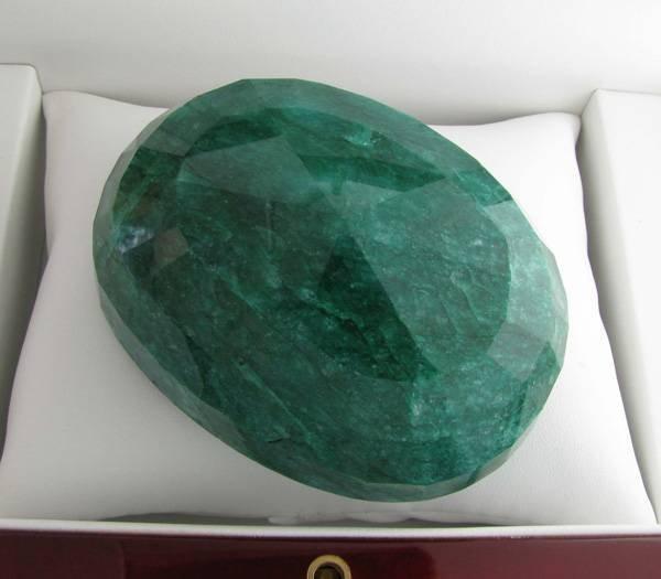 APP: 102k 1,522.15CT Oval Cut Emerald Gemstone