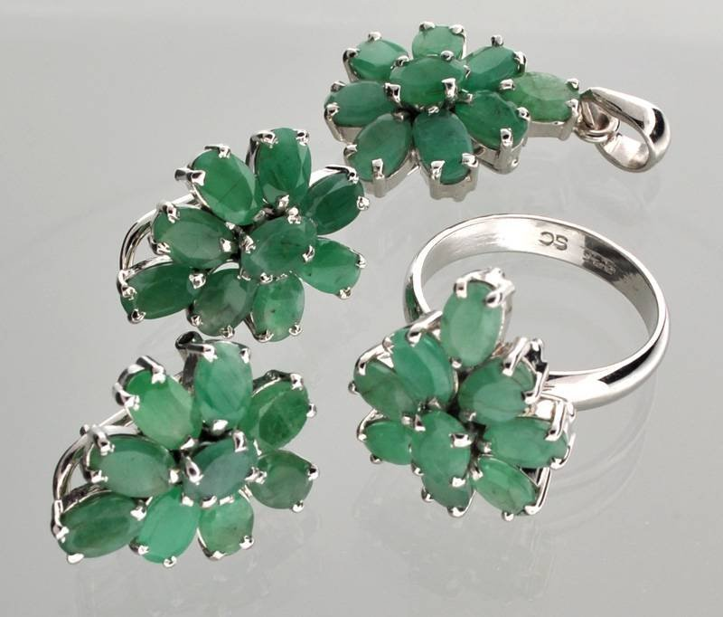 APP: 15k Emerald Silver Ring, Pendant, & Earrings Set