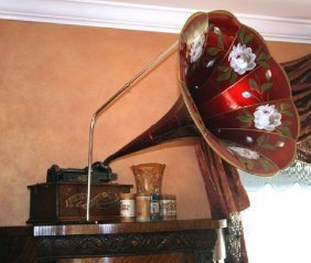Rare Large Horn Early Edison Phonograph, Mint Condition