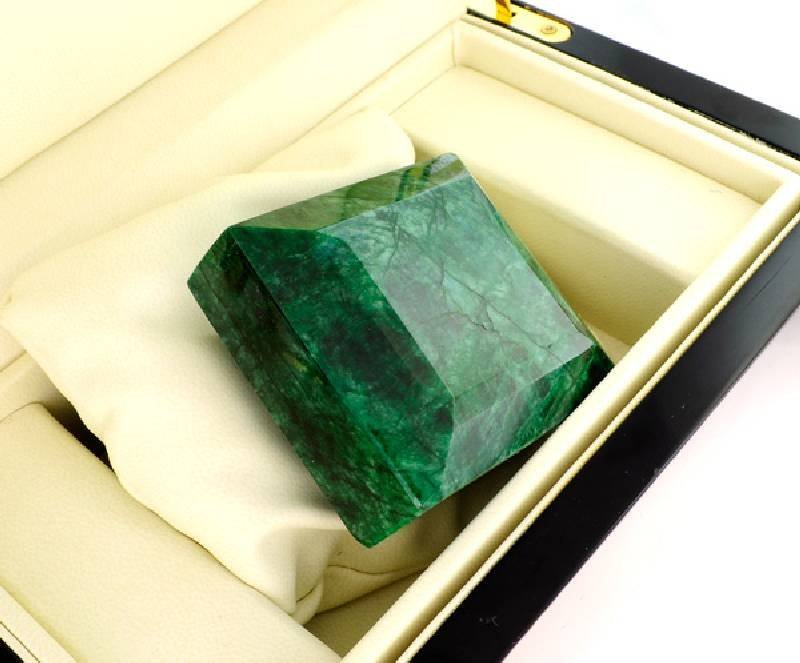 APP: 60.6k 1,730.75CT Emerald Gemstone