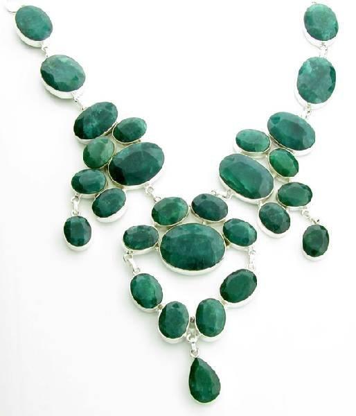 APP: 23k 348CT  Mixed Cut Grn Beryl & Silver Necklace