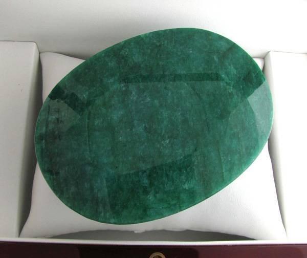 APP: 104.5k 1,560.00CT Oval Cut Emerald Gemstone