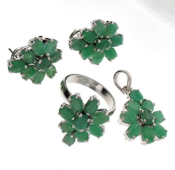APP: 17k Emerald Silver Ring, Pendant, & Earrings Set