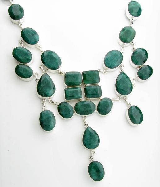 APP: 31k 466CT  Mixed Cut Grn Beryl & Silver Necklace