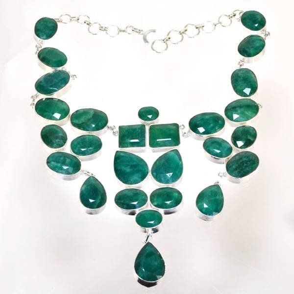 APP: 19k 288CT  Mixed Cut Grn Beryl & Silver Necklace