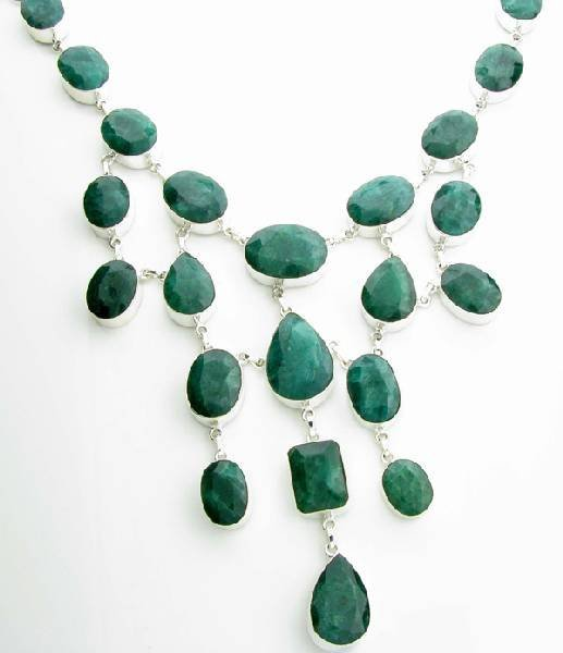 APP: 29k 420CT  Mixed Cut Grn Beryl & Silver Necklace