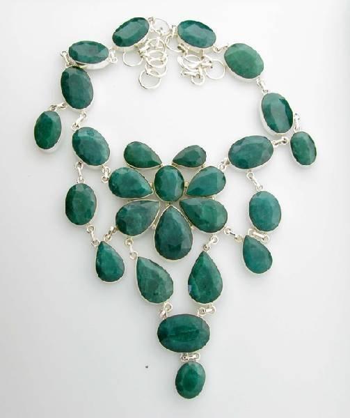 APP: 20k 289CT  Mixed Cut Grn Beryl & Silver Necklace