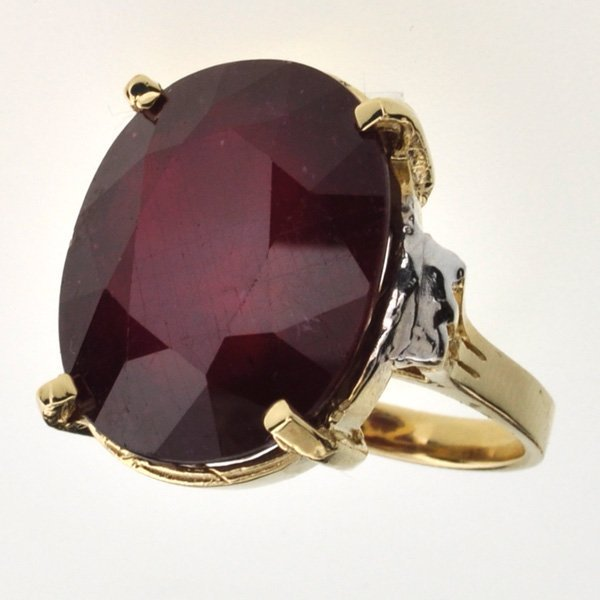 APP: 19.6k 14 kt Gold 28.21CT Oval Cut Ruby Ring