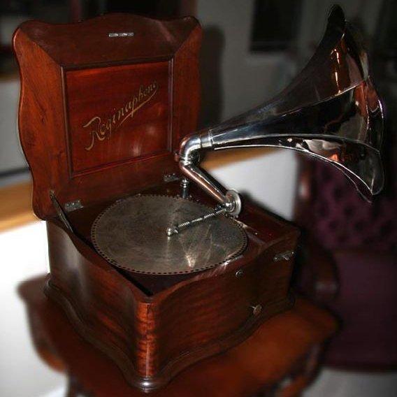 Regina Music Box-Mint Condition