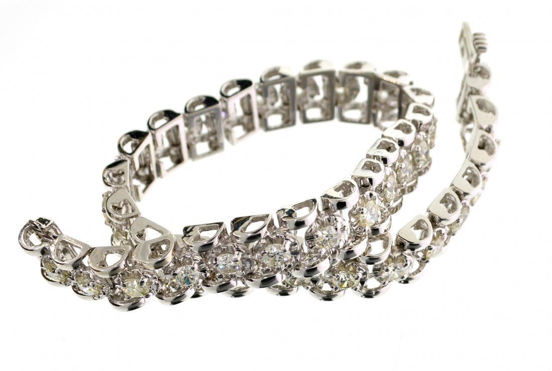 APP: 19k *14kt White Gold, 3CT Round Diamond Bracelet