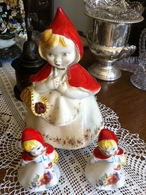 Three Hull Ware 967  ''Little Red Riding Hood'' Figures